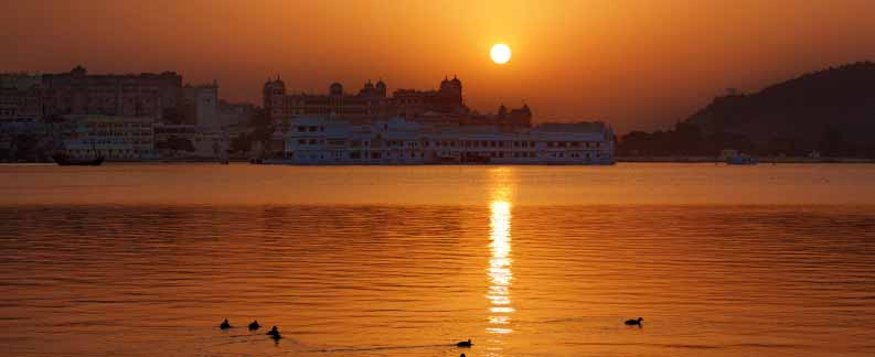 Udaipur city of sun rise-Essence Tour of India